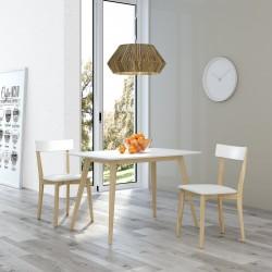 Conjunto mesa y sillas en madera barnizada