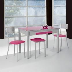 Conjunto de cocina con mesa extensible alas, sillas y taburetes.